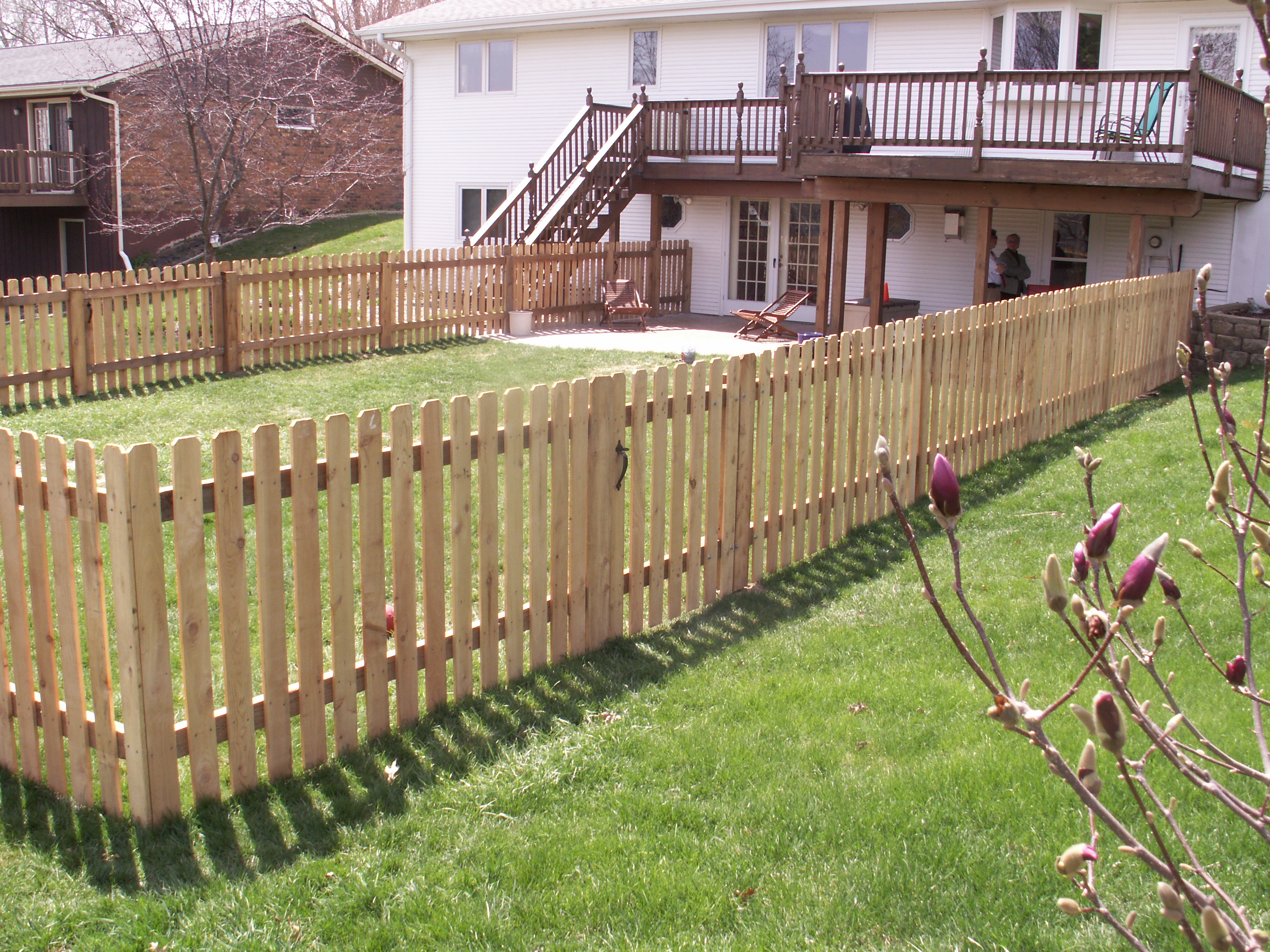 western red cedar picket fence this fence has long lasting steel postmaster posts